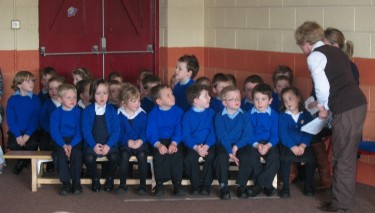 Mrs King welcomed the new Junior Infants class to our school.