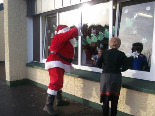 Santa waves good bye!