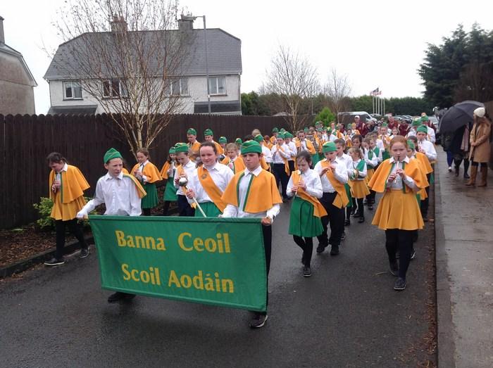St. Aidan's welcomes Quaker String Band.