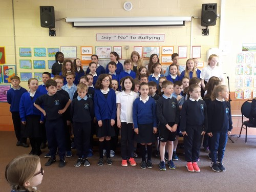 Choir performs for the school community